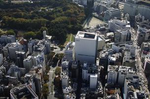 新宿三丁目周辺の空撮の写真素材 [FYI00477637]
