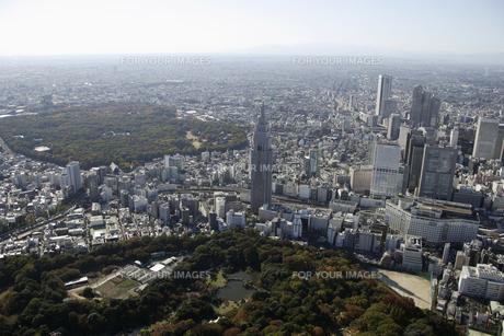 新宿御苑周辺の空撮の写真素材 [FYI00477641]