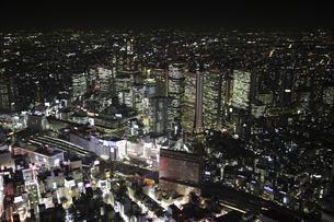 新宿駅周辺の空撮の写真素材 [FYI00477679]
