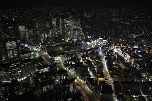 新宿駅周辺の空撮の写真素材 [FYI00477686]