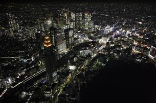 新宿駅周辺の空撮の写真素材 [FYI00477690]
