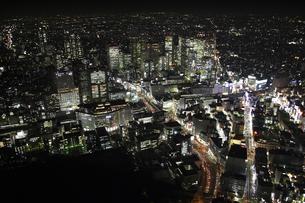 新宿駅周辺の空撮の写真素材 [FYI00477691]