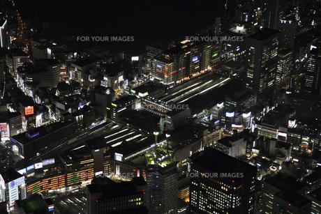 新宿駅周辺の空撮の写真素材 [FYI00477771]