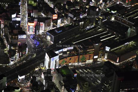 新宿駅周辺の空撮の写真素材 [FYI00477796]