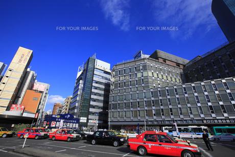 新橋駅汐留口駅前の街並みの写真素材 [FYI00477821]