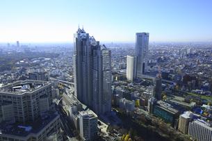高層ビルから新宿の街並みの写真素材 [FYI00477836]