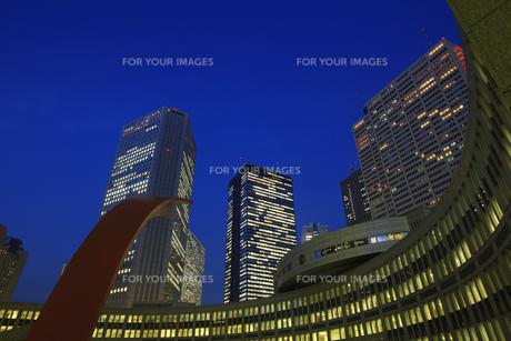 新宿副都心ビル群の夕景の写真素材 [FYI00477850]