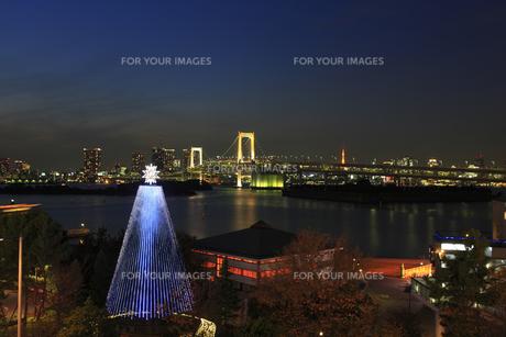 レインボーブリッジ夜景とイルミネーションの写真素材 [FYI00477854]