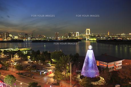 レインボーブリッジ夜景とイルミネーションの写真素材 [FYI00477857]