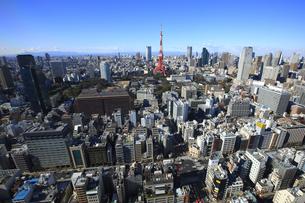 東京タワーと六本木の街並みの写真素材 [FYI00477858]