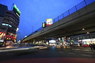 六本木交差点の夜景の写真素材 [FYI00477874]