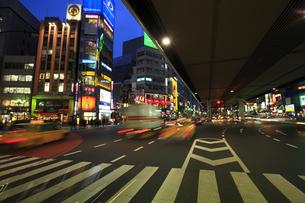 六本木交差点の夜景の写真素材 [FYI00477876]
