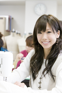 服飾系の専門学生の写真素材 [FYI00478003]