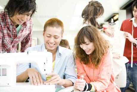 服飾系の専門学生の写真素材 [FYI00478046]