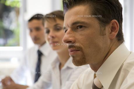 ビジネスマンの横顔の写真素材 [FYI00478061]