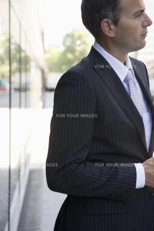 スーツを着た男性の写真素材 [FYI00478079]