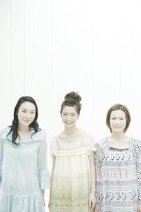 笑顔の女性の写真素材 [FYI00478251]