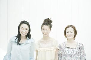 笑顔の女性の写真素材 [FYI00478260]
