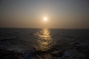 夕刻の海の写真素材 [FYI00478704]