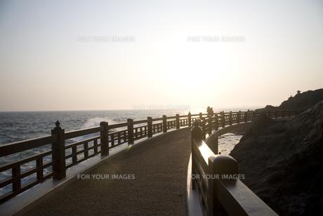 夕刻の海の写真素材 [FYI00478708]