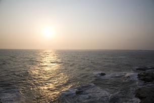 夕刻の海の写真素材 [FYI00478710]