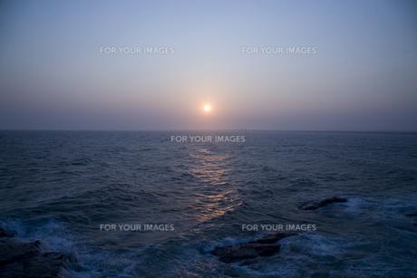 夕刻の海の写真素材 [FYI00478711]