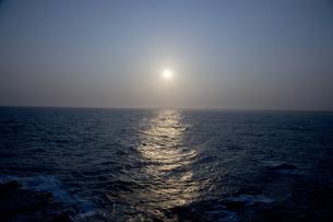 夕刻の海の写真素材 [FYI00478713]