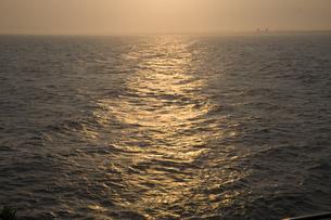夕刻の海の写真素材 [FYI00478714]