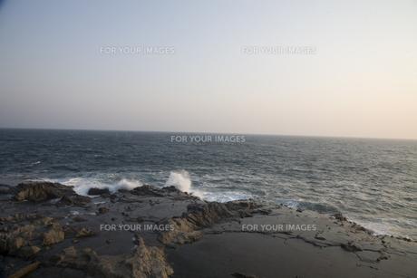 夕刻の海の写真素材 [FYI00478716]