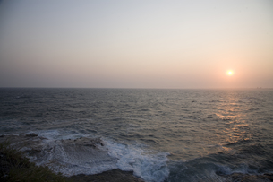 夕刻の海の写真素材 [FYI00478719]