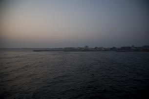 夕刻の海の写真素材 [FYI00478723]
