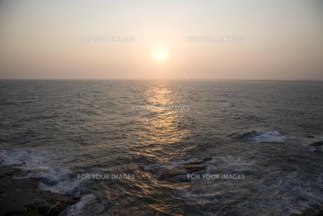 夕刻の海の写真素材 [FYI00478725]