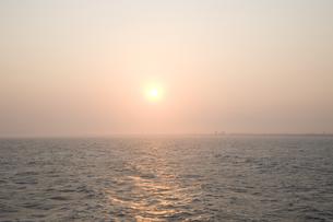 夕刻の海の写真素材 [FYI00478726]