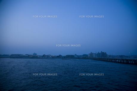 夕刻の海の写真素材 [FYI00478730]