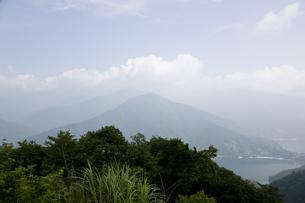 奥多摩湖遠景の写真素材 [FYI00478756]