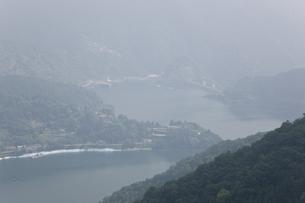 奥多摩湖遠景の写真素材 [FYI00478766]
