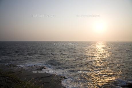 夕刻の海の写真素材 [FYI00479342]
