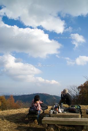 秋の野山で一休みの素材 [FYI00480247]