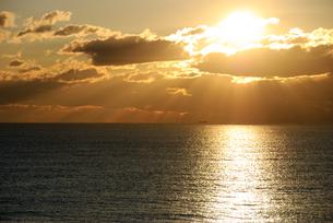 海岸の朝日の写真素材 [FYI00480264]