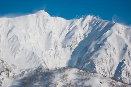 積雪の尾根の素材 [FYI00480308]