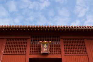 朱色の門の写真素材 [FYI00480399]