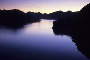 夕暮れの湖、Dusk of lakeの素材 [FYI00480441]