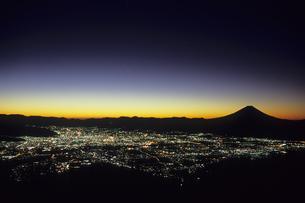 未明の甲府盆地、Dawn of Kofu Basinの素材 [FYI00480442]