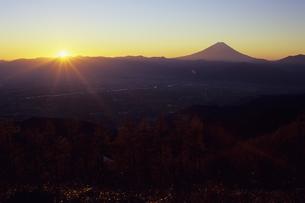 高原の夜明けと富士、Plateau of dawn and Fujiの写真素材 [FYI00480445]