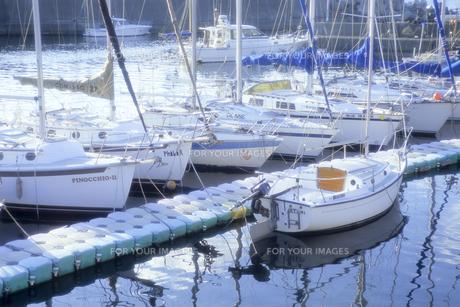 停泊中の船たち、Ship us in mooringの写真素材 [FYI00480464]