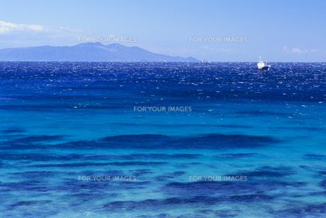 蒼い海と大島、Blue sea and Oshimaの素材 [FYI00480465]
