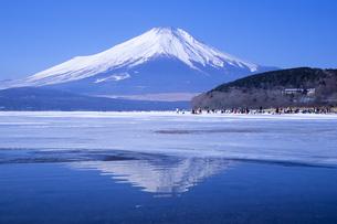 氷上の富士、Ice of Fujiの写真素材 [FYI00480471]