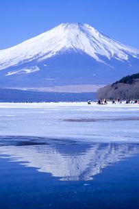 氷上の富士、Ice of Fujiの写真素材 [FYI00480472]