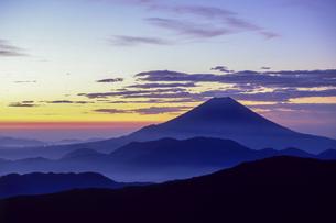 夜明けの富士の写真素材 [FYI00480476]