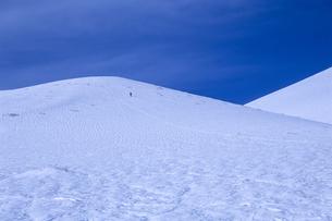雪原と人の写真素材 [FYI00480507]